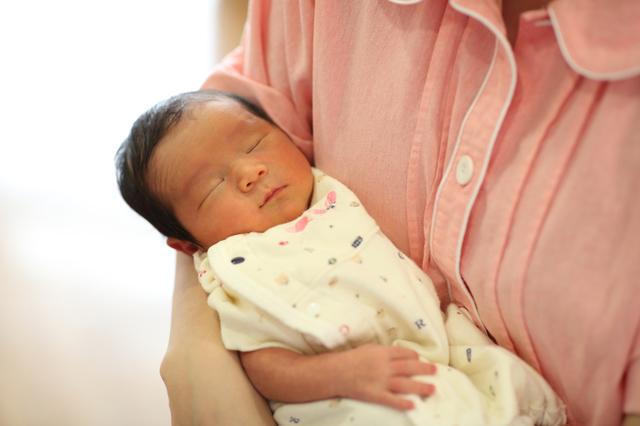 【医師監修】産後いつまで安静にすればいい?床上げの期間や産褥期の過ごし方の画像1