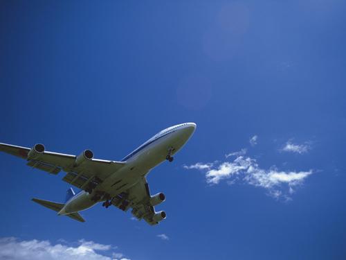 赤ちゃんと初めての飛行機、覚えておくと便利なポイント3つ【国内編】のタイトル画像