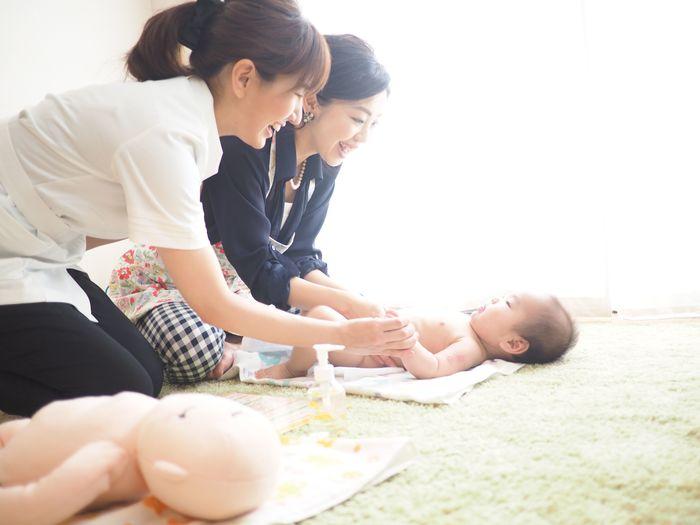 赤ちゃんだけじゃない!ママもハッピーになるベビーマッサージの効果とは?の画像1