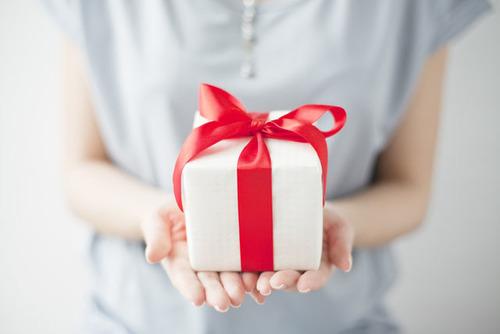 産後いち早く「おめでとう」を伝えることができる贈り物のタイトル画像