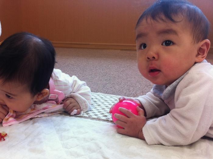【産後月例ごと】赤ちゃんの手や指の発達、遊びのポイントの画像2
