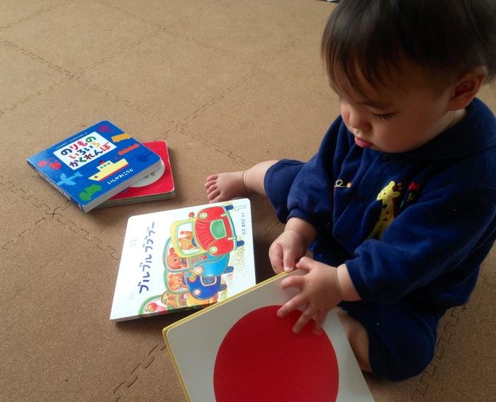 【産後月例ごと】赤ちゃんの手や指の発達、遊びのポイントの画像3