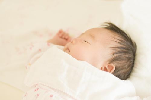 ついついやってしまうけど、赤ちゃんにとって迷惑かもしれない2つのことのタイトル画像