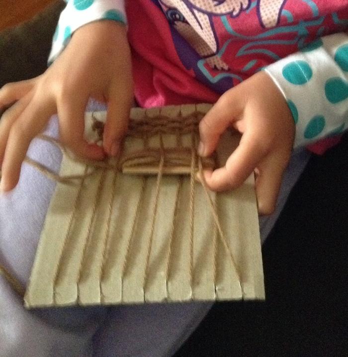 毛糸で簡単にコースターが作れちゃう!子どもと一緒に挑戦しよう♪の画像2