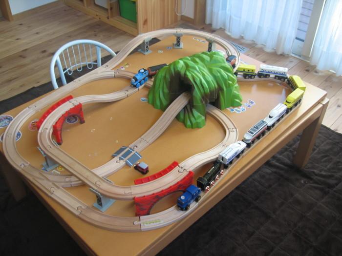 男の子が大好き電車おもちゃ!プラレールと木製レール、買うならどっち?の画像1