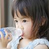 子どもの熱中症対策に!お家で子どもが自分で水分を取れるようにする2つのアイデアのタイトル画像