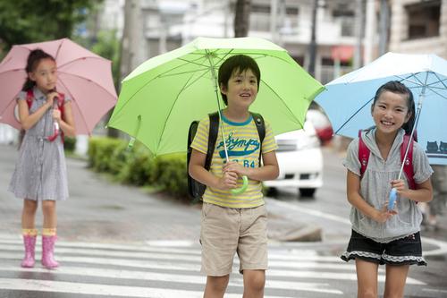 梅雨の時期に大活躍!子どもも喜ぶ可愛い傘で気分もルンルンのタイトル画像