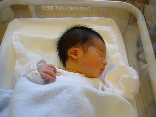【新生児】産まれてから24時間で赤ちゃんに起きる3つの急激な変化とは?の画像1