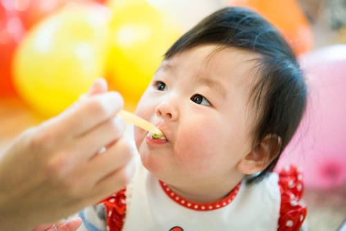 子どもの食事の姿勢は噛む力にもつながる!おすすめのベビーチェア、ストッケ!のタイトル画像