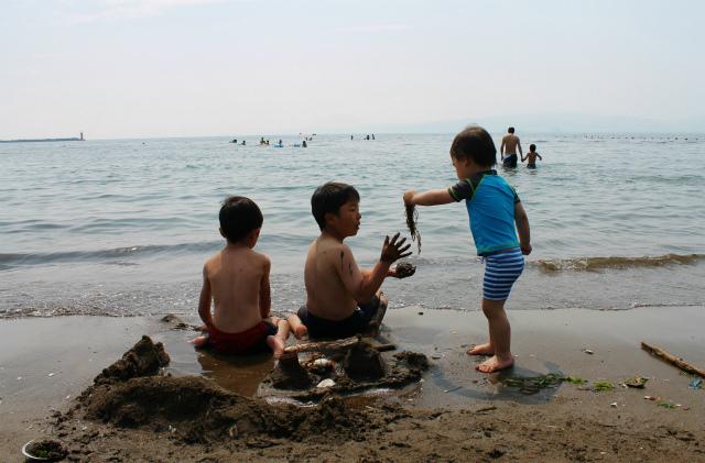小さな子の海遊びデビューは「砂浜遊び」がオススメ!の画像1