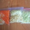 夏休みのお昼ごはんを簡単に作る時短ワザ!野菜はまとめて切って冷凍!のタイトル画像