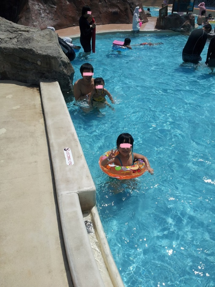 夏は親子で楽しめる!三重県・鈴鹿サーキットのプールとサーキット場の画像1