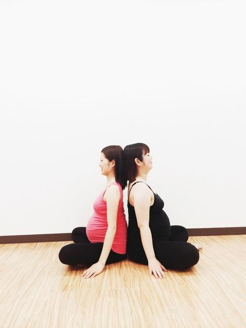 妊娠したら知っておきたい! マタニティーヨガの効果と注意点のタイトル画像