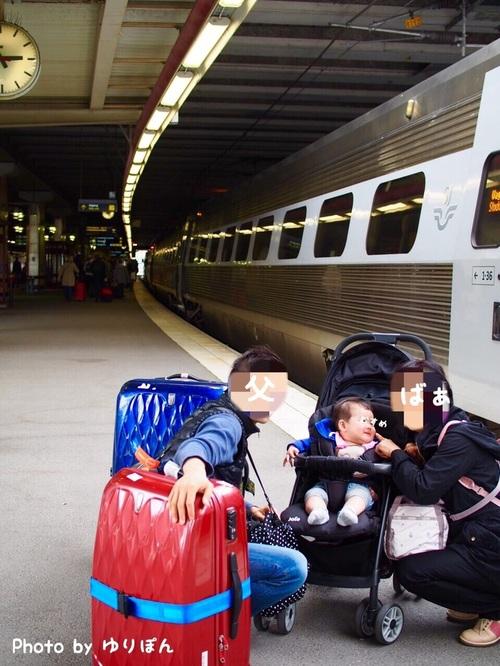 7ヶ月の娘を連れて初めての家族旅行。列車移動の必需品はおもちゃと抱っこひも!のタイトル画像