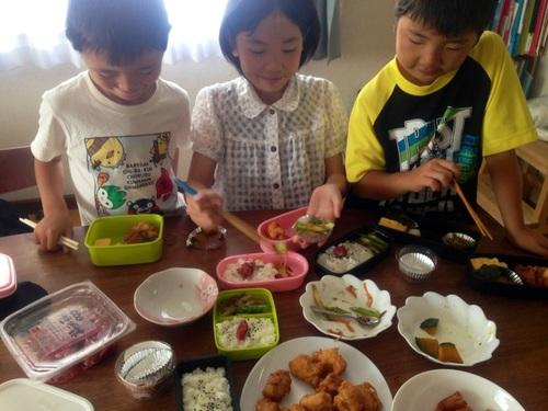 新しい食育のカタチ?お弁当は「子どもが自分でおかずを詰めるセルフ方式」がおすすめ!のタイトル画像