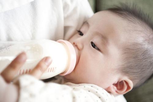 完全母乳がすべてじゃない!大丈夫、少しでも母乳を与えていれば「母乳育児」なんですのタイトル画像