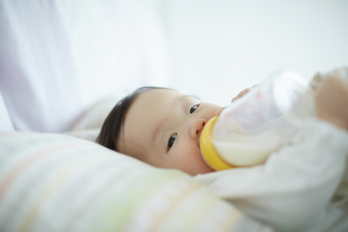 上手に授乳をするポイント!ママも赤ちゃんもリラックスできる授乳ポジショニングを見つけようのタイトル画像