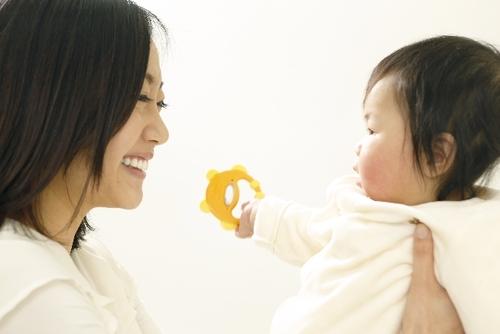 産後のおっぱいトラブル対処法。おっぱいが痛い!これって乳腺炎?のタイトル画像