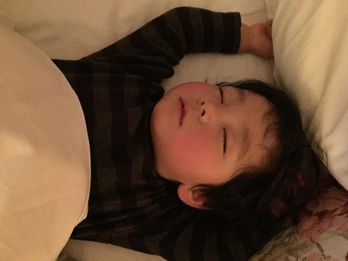 子どもが寝てくれない…そんな我が家がたどり着いた「寝かしつけ3原則」とは?のタイトル画像
