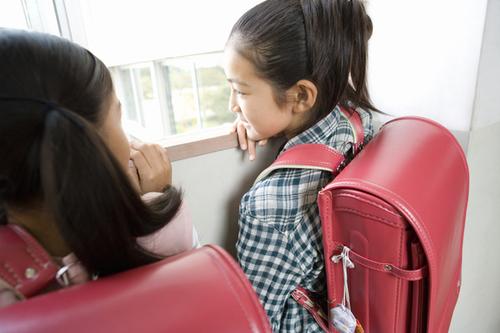 夏休み明けに「いじめ」が起こりやすいのはなぜ?我が子をいじめから守る方法のタイトル画像