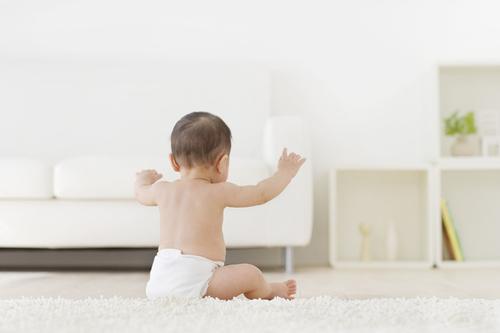 眠ったと思ったら起きちゃう!赤ちゃんの寝ぐずり「背中スイッチ」攻略法とは?のタイトル画像