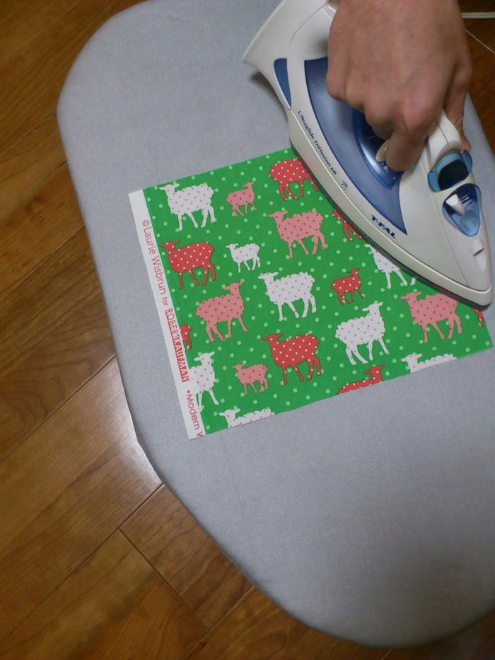 """家にある布で簡単かわいい!""""ファブリックパネル""""の作り方の画像5"""
