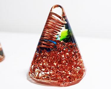 マイナス波長を吹き飛ばす?キレイで不思議な「オルゴナイト」づくりに挑戦!の画像1