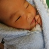 産まれてすぐの赤ちゃんは、夜中のほうが母乳が出ることを知っている?のタイトル画像