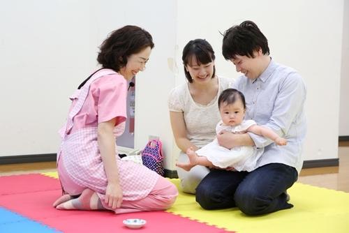 安全に産める国=育てやすい国ではない。産後家族をサポートする「3・3・産後プロジェクト」とは?のタイトル画像