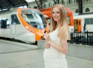 電車で席を譲ってもらった妊婦は大人しくしてるべき?の画像2