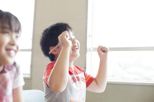 子どもに伝わる!効果的なほめ方、3つのポイントのタイトル画像