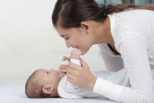 産まれてすぐの赤ちゃんは、昼夜逆転の生活リズム?!子どもが早く寝るために親がするべき3つのポイントの画像2
