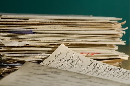 捨てられた手紙を集めた少年。その理由を知った配達員は…のタイトル画像