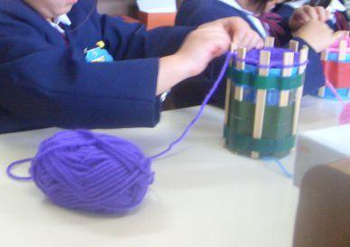 とっても簡単!ペットボトルでリリアン編みマフラーを作ろうのタイトル画像