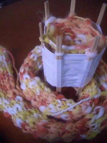 とっても簡単!ペットボトルでリリアン編みマフラーを作ろうの画像4
