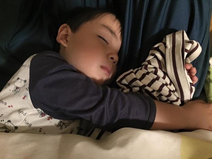 お気に入りのタオルや毛布への執着、無理にやめさせないで!わが子の「自立の第一歩」を見守ってあげようの画像2