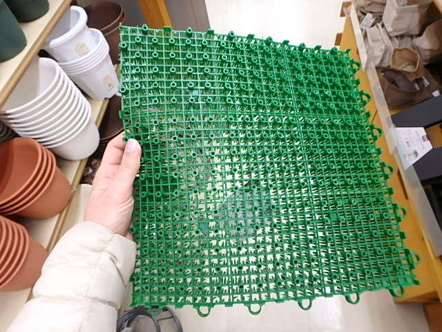 生理用ナプキン、人工芝、紙オムツの意外な使い方の画像2