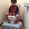 幼稚園入園前で焦らなくても大丈夫!?子どものトイレトレーニングのタイトル画像