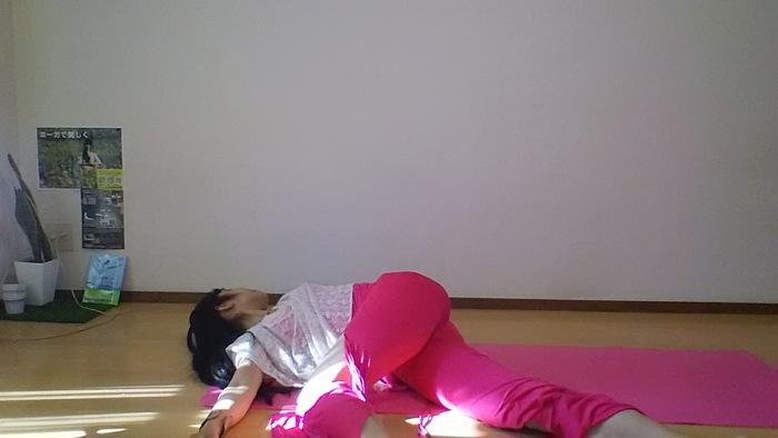 正月太りを解消!胃腸引き締めヨガの画像2