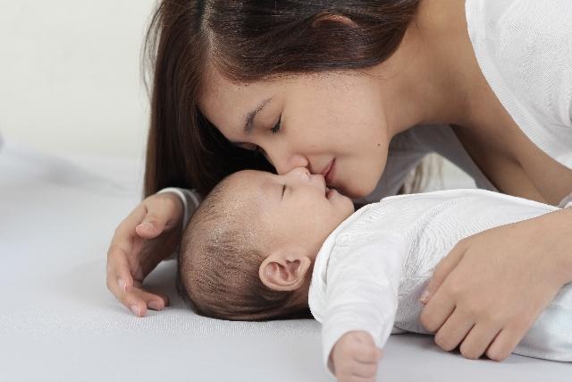 知っておきたい♪赤ちゃんを起こさず布団へおろすテクニックまとめの画像3
