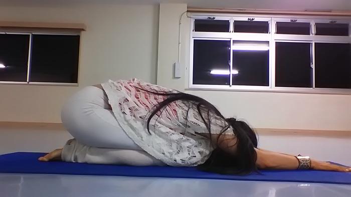 布団から出られないときこそ!寒い朝の寝床でヨーガの画像3