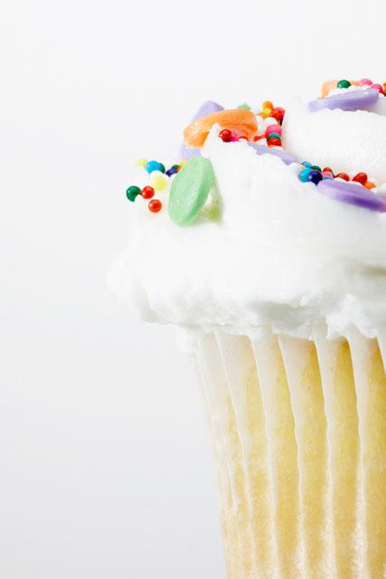 【バレンタインレシピ】工作っぽくて楽しい!子どもと一緒に作れる♡ カップケーキレシピ5選の画像1