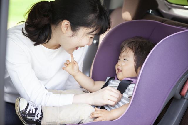 新生児のチャイルドシートの乗せ方とは?付け方や正しい向き、注意点も解説の画像3