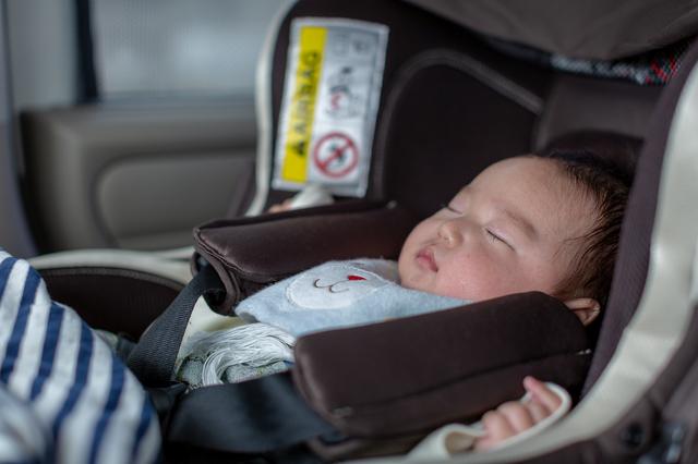 新生児のチャイルドシートの乗せ方とは?付け方や正しい向き、注意点も解説の画像1