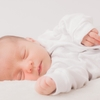 寝返り防止クッションは必要?効果・選び方・おすすめ商品・使い方まとめのタイトル画像