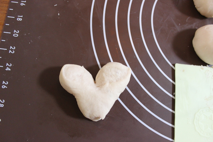 みずみずしい旬の苺を手作りパンに!ふわふわミルキーいちごのハートパン♡の画像12