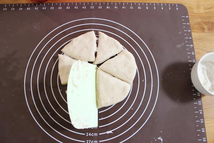 みずみずしい旬の苺を手作りパンに!ふわふわミルキーいちごのハートパン♡の画像6