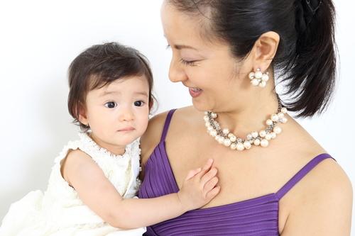 赤ちゃんを結婚式に連れていく際のマナーや注意点まとめ!持ち物は?服装は?泣いたらどうする?のタイトル画像