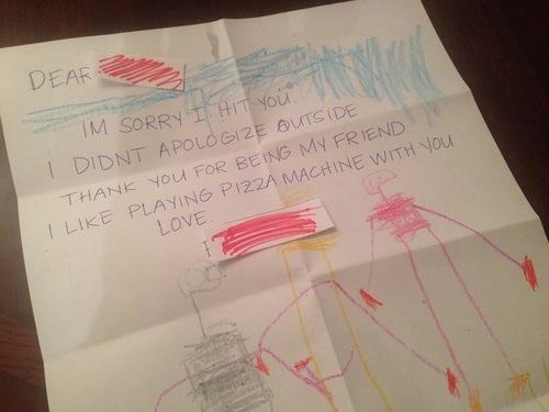 アメリカの保育園で友だちに噛まれた息子が、後日もらった手紙の内容にびっくり!!のタイトル画像