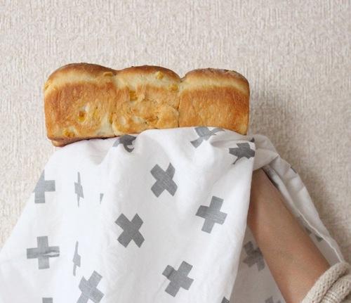 おかずパンの定番にいかが?粒コーンたっぷり♡ふわふわコーンブレッドのタイトル画像